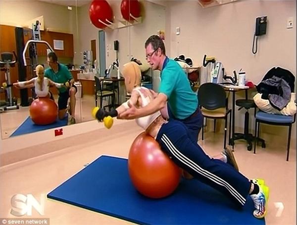 Quyết tâm cao độ, cô Dana tập luyện chăm chỉ từng ngày.