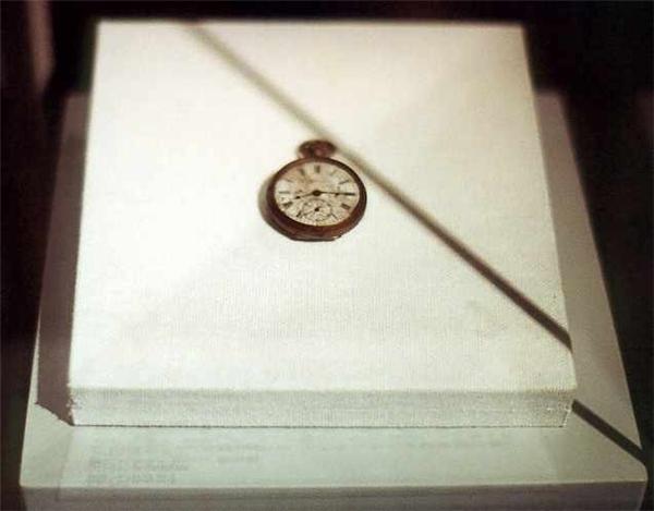 Tất cả đồng hồ ở Hiroshima dừng lại ở mốc 8 giờ 15 phút.