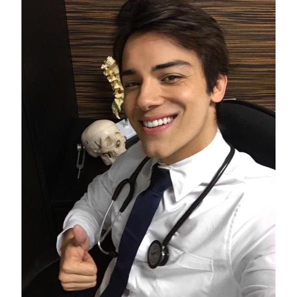 Đây là một trong những bác sĩ hot nhất Instagram.