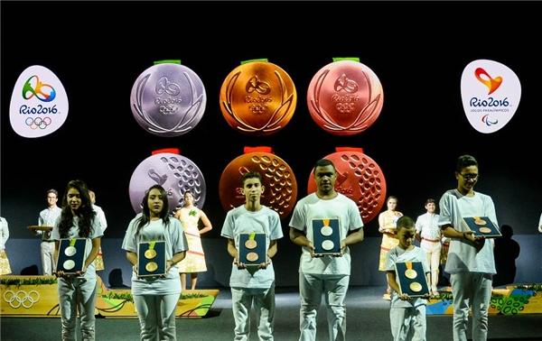 Huy chương Olympics Rio 2016 chính thứcđược giới thiệu trước công chúng vào hôm thứ Ba vừa qua.
