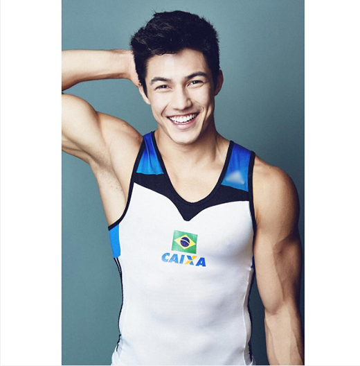 Đại diện cho nước chủ nhà Brazil tham gia Olympic 2016 ở mục thể dục dụng cụ là chàng trai 23 tuổi -Arthur Nory Mariano.