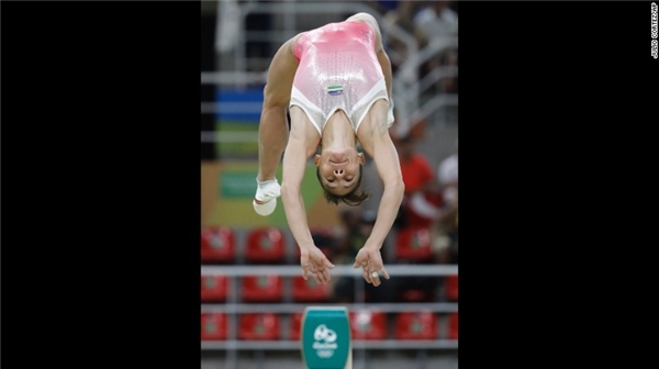 Một vận động viên thể hình đến từ Uzbekistan-Oksana Chusovitina, thí sinh có số tuổi lớn nhất taịOlympic Rio 2016 (41 tuổi).