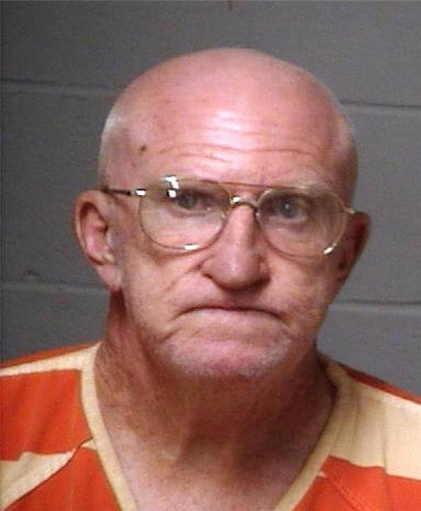 """Ông FreddieWadsworth bị tạm giam vì làm """"chuyện ấy"""" với một con dê."""