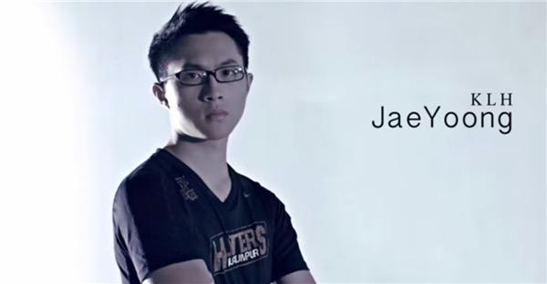 Mang hai dòng máu Malaysia và Đài Loan, JaeYoong sở hữu vẻ điển trai thu hút, bên cạnh đó anh chàng còn có thành tích học tập cực cao, luôn nằm trong top 3 toàn trường, JaeYoong cũng rất xuất sắc ở bộ môn cầu lông và đã từng nhiều lần đại diện cho trường đi thi đấu.