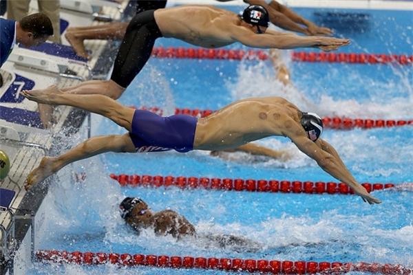 Những ngày này, người hâm mộ rất dễ bắt gặp hình ảnh các VĐV với nhiều vết bầm tím trên cơ thể khi tranh tài Olympic. Vết tích đó xuất hiện ở lưng, vai và ngực của VĐV.