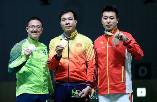 Khoảnh khắc xạ thủ Hoàng Xuân Vinh nhận huy chương vàng, mang về vinh quang cho nước nhà được xem là ấn tượng nhất Olympic Rio 2016.