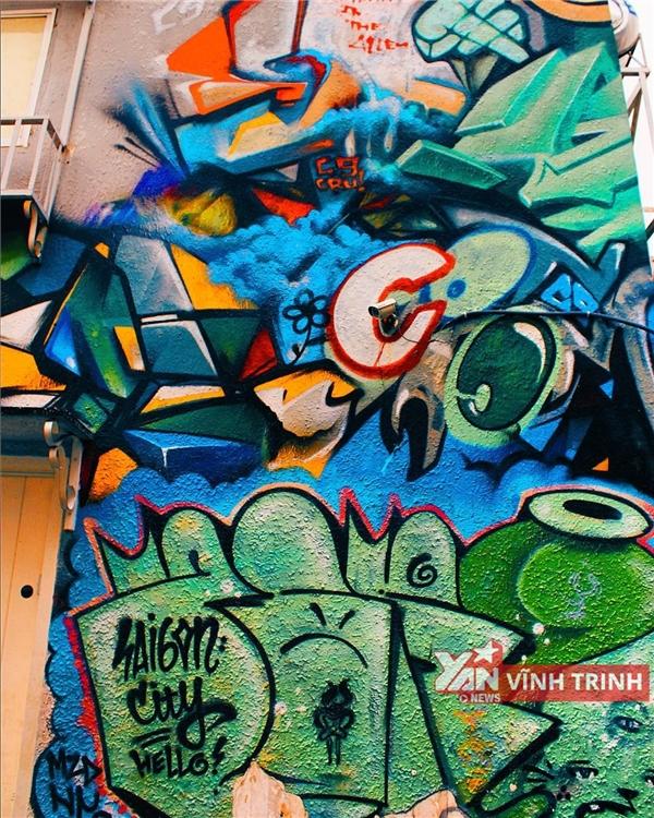 """Bức tường graffiti """"thần thánh"""" - linh hồn của cư xá 288."""