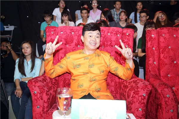 """Tuy nhiên, trong đêm thi chủ đề Tiếp thị siêu đẳng, vị trí """"ghế nóng"""" của Trấn Thành sẽ được thay thế bởi danh hài Chí Tài."""