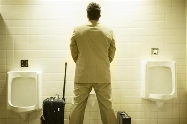10 luật cấm oái oăm phải nhớ khi đi du lịch nếu không muốn mất tiền