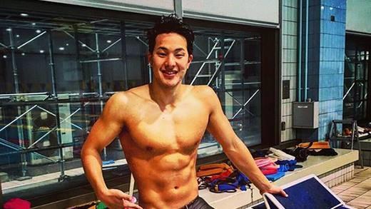 Xuất hiện mĩ nam bơi lội Nhật Bản khiến chị em