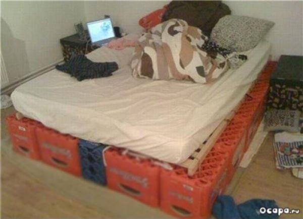 Chẳng cần mất tiền mua giường làm gì.