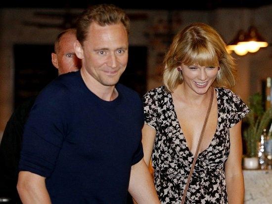 Taylor Swift đang hạnh phúc bên tài tử Tom Hiddleston.