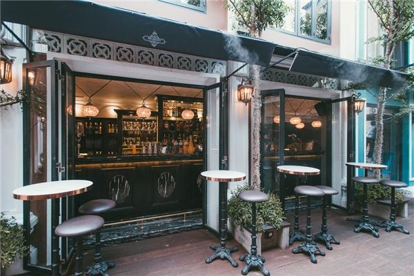 """Với """"concept""""tổ hợp ăn uống giải trí, Saigon Garden luôn là địa điểm lý tưởng để tụ tập vớibạn bè."""