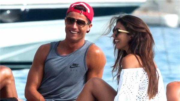 Ronaldo và nữ diễn viênEiza Gonzalez tại bãi biểnMiami. (Ảnh: internet)