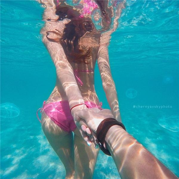 Chernyavsky Kirill còn sáng tạo hơn với ý tưởng chụp ảnh dưới nước.