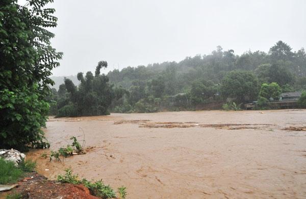 Xé lòng nỗi đau bố mẹ mất 3 con nhỏ sau trận lũ kinh hoàng ở Lào Cai