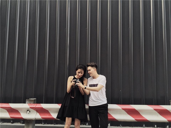 Bắt gặp Nam Cường tươi cười, chụp ảnh thân thiết cùng