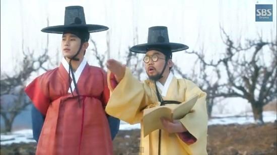 """""""Thái giám"""" Jung Eun Pyo cũng tái ngộ """"quốc vương"""" Kim Soo Hyun nay trở thành người ngoài hành tinh trong You Came From Stars."""