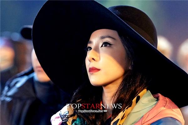"""Sự xuất hiện của Dara vào cuối phim đã khép lại danh sách khách mời đằng đẳng của Dream High. Vẻ đẹp """"không tuổi"""" của chị cả 2NE1 nhanh chóng """"hớp hồn"""" khán giả."""
