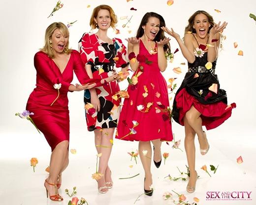 """Dựa trên cuốn tiểu thuyết """"Sex and the City""""được viết bởi tác giả Candace Bushnell, bộ phim kể về một nhóm 4 người phụ nữ trung niên chơi thân với nhau và tạo nên những tình tiết thú vị trong cuộc sống."""