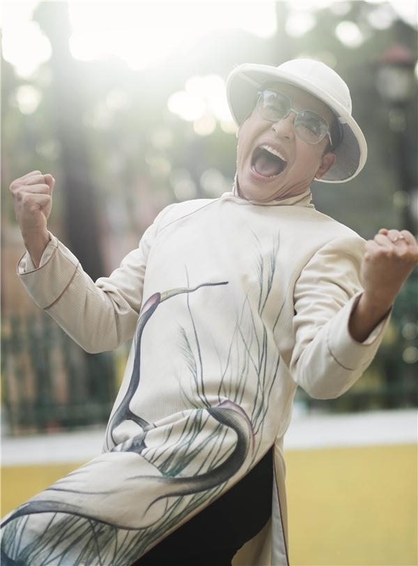 Sau đám cưới gây xôn xao dư luận cách đây chưa lâu, MC Thanh Bạchhào hứng trở lại với sân khấu trong vai trò giám khảo.