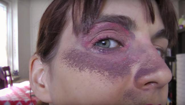100 màu mắt được tô vẻ thực sự không tạo ra bất kì hình thù gì có ý nghĩa.