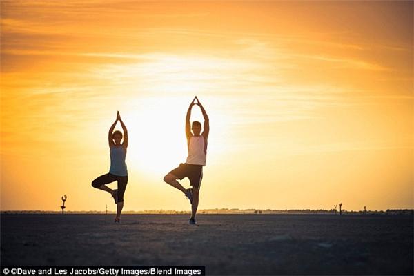 Các tình nguyện viên của tổ chức Friends of Yoga sẽ tổ chức các lớp yoga miễn phí ở 13 địa điểm quanh các Tiểu vương quốc Ả Rập.(Ảnh: Lonely Planet)