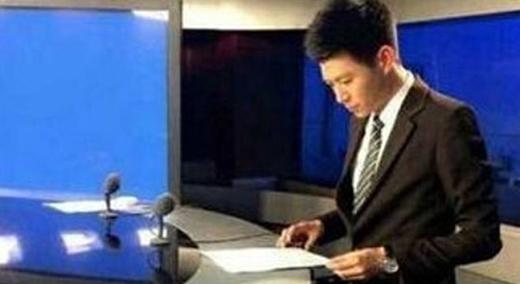 Sự thật phũ phàng đằng sau bức ảnh một MC đangnghiêm túc làm việc