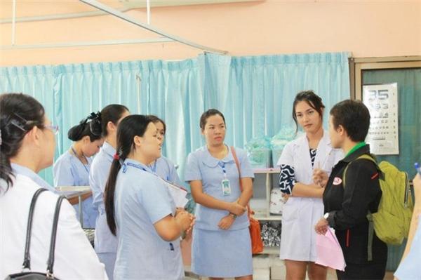 Sự thật về nữ bác sĩ xinh đẹp từng khiến bệnh nhân không muốn rời viện
