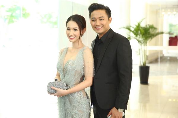 Sau thời gian hoạt động nghệ thuật khá im ắng, lần xuất hiện này Quỳnh Chi nhận được nhiều lời khen ngợi từ người hâm mộ về sắc vóc và độ quyến rũ của cô.