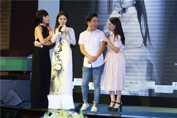 Tại sự kiện này, Tố My cũng có màn song ca với Phi Nhung trong ca khúc Phải lòng con gái Bến Tre.