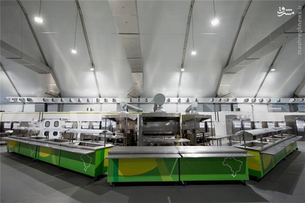 Số lượng đầu bếp chính lên đến 20 người cùng với 2.500 bếp phụ.