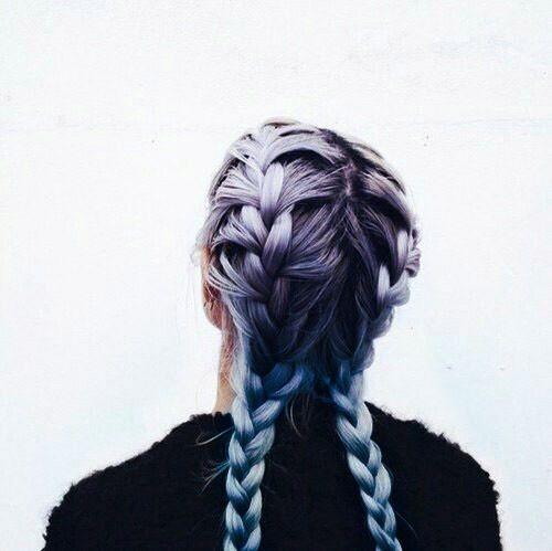 Ombre tông màu pastel đặc biệt nổi bật trên những bím tóc dài.