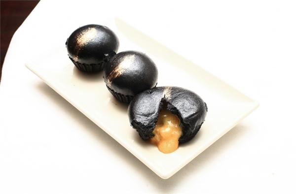 Thức ăn màu đen – trào lưu ăn uống thịnh hành đến từ… than hoạt tính