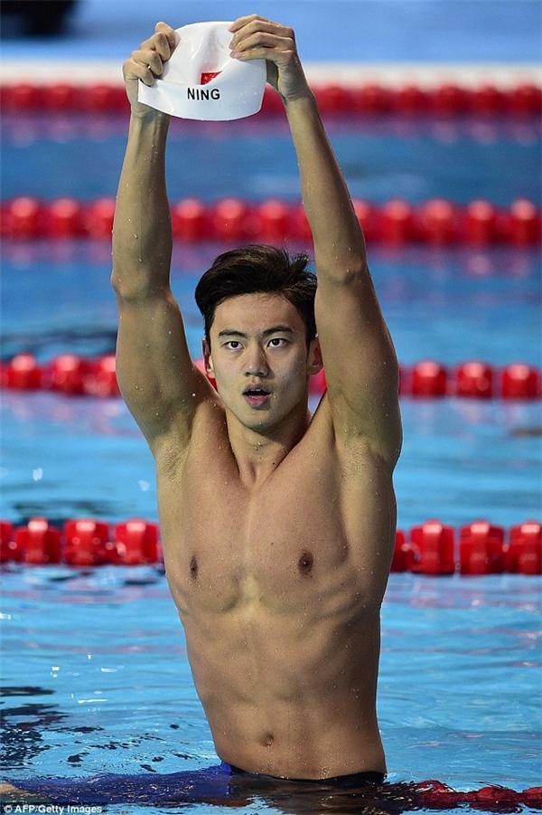 Kình ngư điển trai Ninh Trạch Đào khiến fan nữ mê mẩn ở Olympic 2016