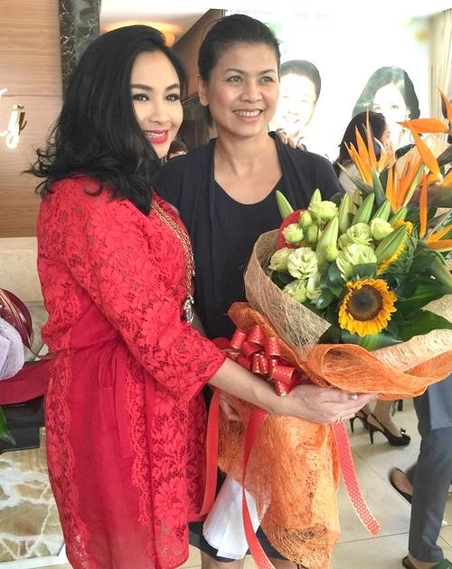 Thanh Lam chụp ảnh cùng vợ mới của Quốc Trung. - Tin sao Viet - Tin tuc sao Viet - Scandal sao Viet - Tin tuc cua Sao - Tin cua Sao