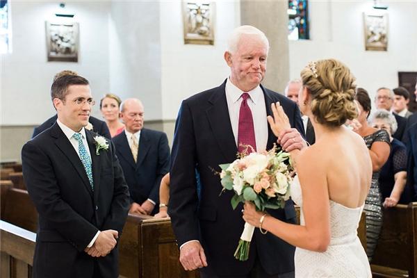 Dù không còn trên đời, trái tim cha vẫn hiện diện trong ngày cưới con