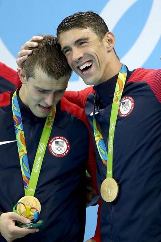 Đoạt được huy chương vàng - một người thắng, hai người vui.