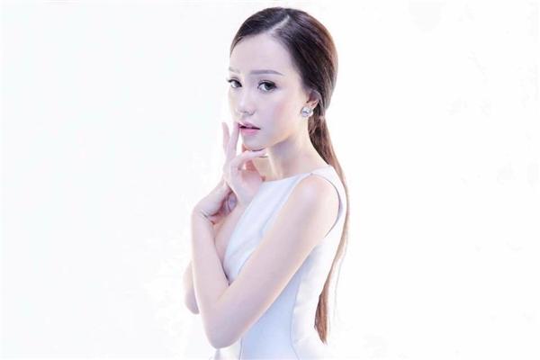 Nữ ca sĩ từng có thời gian làm việc cùng nghệ sĩ Minh Béo tại sân khấu do nam diễn viên làm chủ. - Tin sao Viet - Tin tuc sao Viet - Scandal sao Viet - Tin tuc cua Sao - Tin cua Sao
