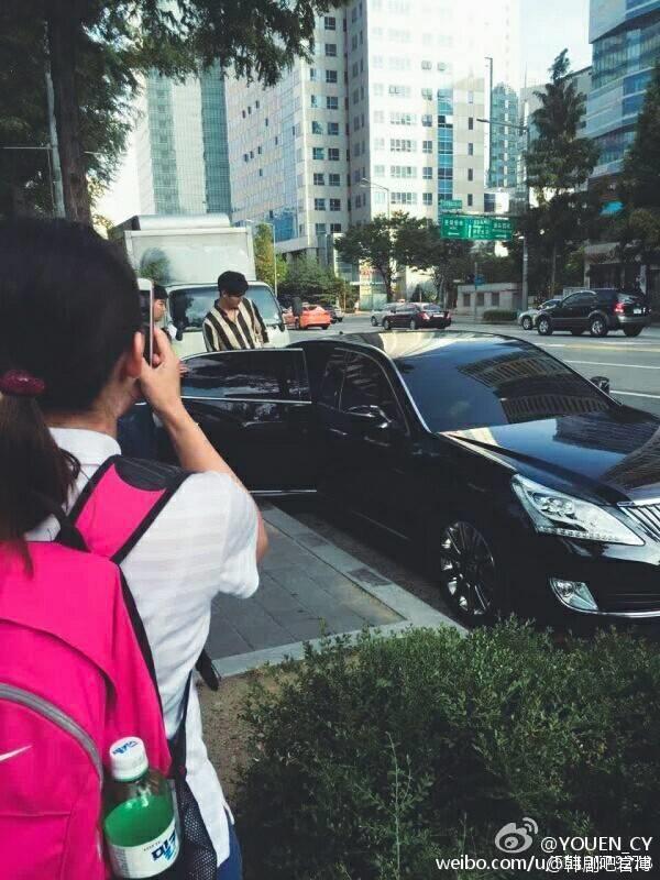 Hình ảnh Lee Min Ho ra về sau buổi đọc kịch bản tại tòa nhà SBS