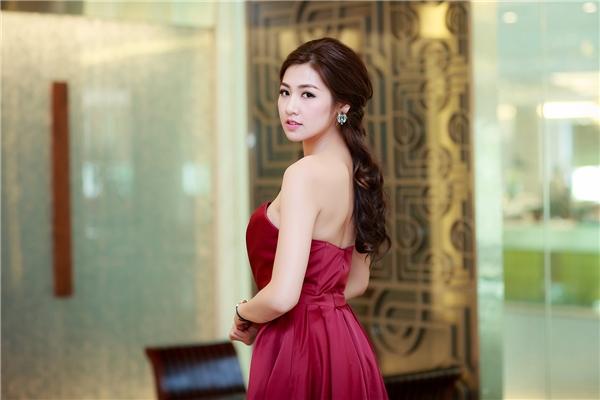 Người đẹocũng là một trong những sự lựa chọn ưu tiên của nhiều nhà tổ chức sự kiện cũng như các nhãn hàng mỗi khi lựa chọn các gương mặt đại diện nhờ vẻ đẹp thuần Á Đông.