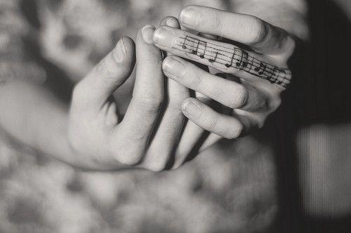 Khi cả một khung nhạc nằm gọn trên ngón tay bạn.