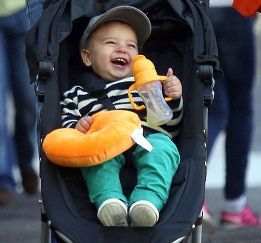 Là con trai của cựu thiên thần Victoria's Secret Miranda Kerr và nam diễn viên Orlando Bloom, ngay từ khi sinh ra Flynn đã nhận được đông đảo sự chú ý.