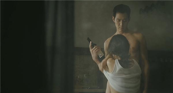 Hoon tìm đến cô như một thứ công cụ đểthỏa mãn cơn dục vọng của mình. (Ảnh: Internet)