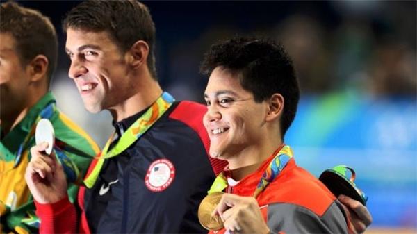 Joseph Schooling - kình ngư trẻ của Singapore, đã đánh bại huyền thoại Michael Phelps ở nội dung bơi bướm 100m nam.(Ảnh: Internet)