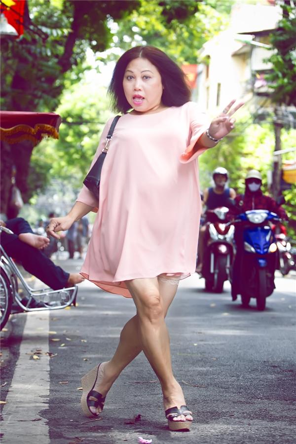 Cô đã dành những khoảng thời gian ít ỏi của mình để đi thăm lại Hà Nội, gặp gỡ bạn bè. - Tin sao Viet - Tin tuc sao Viet - Scandal sao Viet - Tin tuc cua Sao - Tin cua Sao