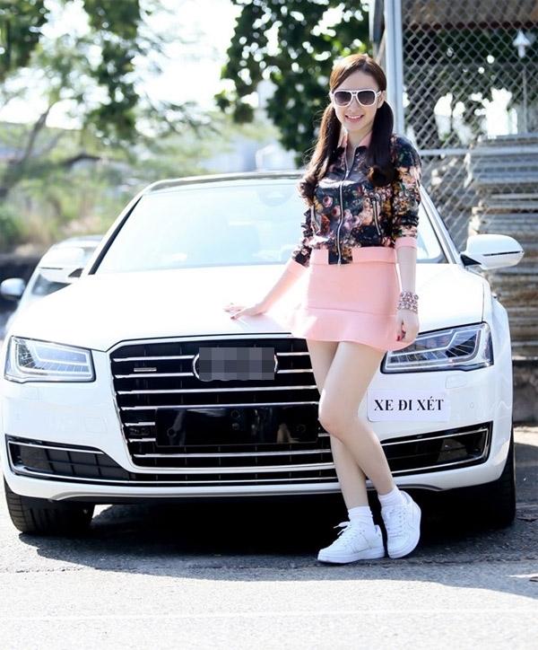 Nữ diễn viênTaxi, em tên gìtừng gây chú ý khi tậu xe hơi hạng sang trị giá lên tới 6 tỷđồng. - Tin sao Viet - Tin tuc sao Viet - Scandal sao Viet - Tin tuc cua Sao - Tin cua Sao