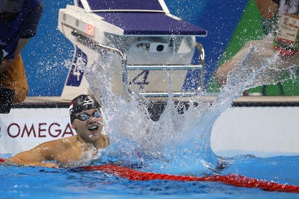 Anh trở thành vận động viên Đông Nam Á đầu tiêngiành được HCV trong môn bơi ở Olympic.