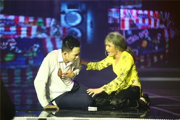 Anh Tú vào vai người con bị bệnh tim nặng và Huỳnh Lập vào vai người mẹ già bị bệnh hen suyễn.