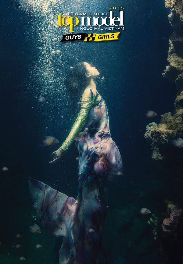 Thí sinh Next Top Model hoảng loạn tinh thần khi chụp ảnh dưới nước